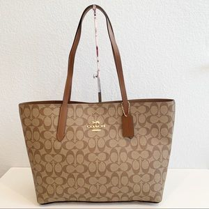 NWT, Coach Signature Avenue Tote in Khaki/Saddle